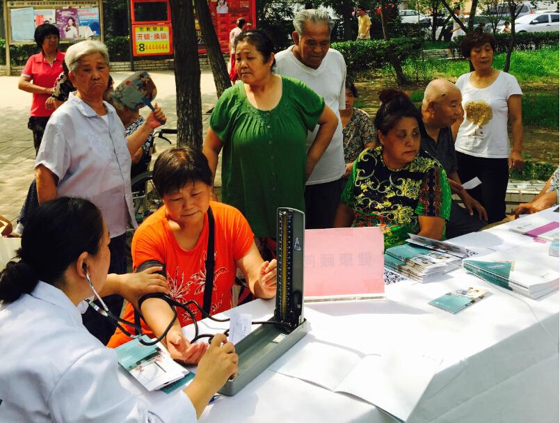 活动进行了一上午,整个社区居民得到寻医问药网给予的关怀,也收获了不少的健康知识。