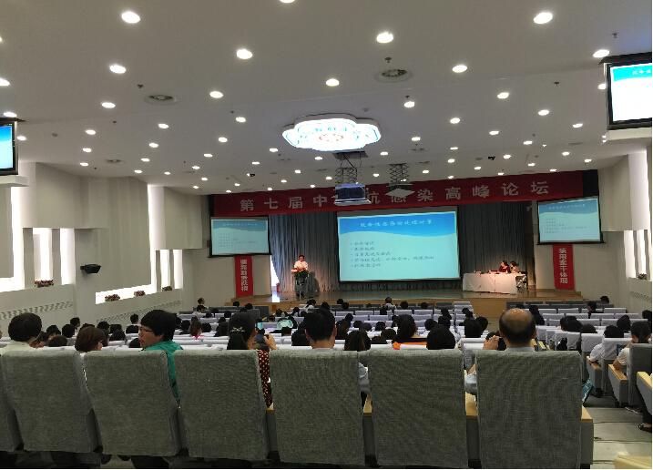 大会正式开始了,会议厅里坐满了前来的学习的医学者们。会议现场异常安静,大家都在认真的听着各个专家的演讲。